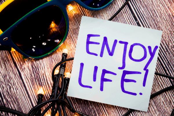 menikmati hidup